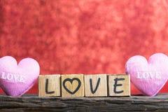 Lettres orthographiant l'amour Lettres en bois orthographiant l'amour Photos stock