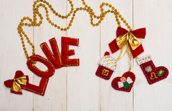Lettres rouges de l'amour et du coeur de textile, maison, chaussures Photos stock