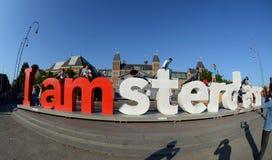 Lettres rouges en stationnement au centre d'Amsterdam Photographie stock