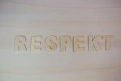 Lettres sur le fond en bois, respect, écrit, comme mot Photos stock