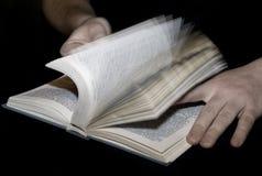 Lettura attraverso Fotografia Stock Libera da Diritti