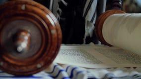 Lettura dei rotoli con il Torah archivi video