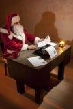 Lettura del Babbo Natale Immagini Stock Libere da Diritti