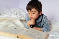 Lettura del bambino Fotografie Stock Libere da Diritti