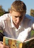 Lettura del libro Fotografie Stock