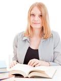 Lettura dell'allievo femminile Fotografia Stock Libera da Diritti