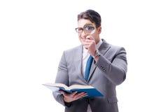 Lettura dell'uomo d'affari con la lente d'ingrandimento isolata sulla parte posteriore di bianco Fotografia Stock Libera da Diritti