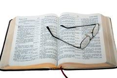 Lettura della bibbia Fotografie Stock