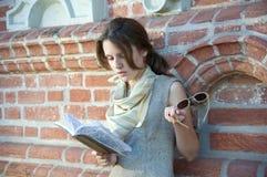 Lettura della ragazza Fotografia Stock