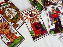 Lettura delle carte di tarocchi Fotografia Stock