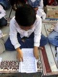 Lettura delle lettere arabe Immagine Stock Libera da Diritti