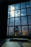 Lettura di notte Fotografie Stock Libere da Diritti