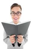 Lettura Geeky del predicatore dalla bibbia nera Fotografie Stock Libere da Diritti