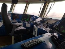 Letzte Generation der Schiffbrücke, zum von Navigation und von Tätigkeiten an Bord zu überwachen lizenzfreies stockfoto