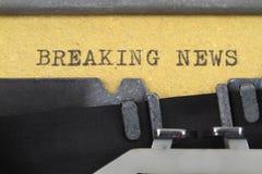 Letzte Nachrichten geschrieben auf eine alte Schreibmaschine Lizenzfreies Stockbild