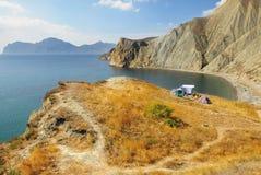 Letzte Touristen der Bucht Provato diese Saison, Küste Schwarzen Meers, Krim Lizenzfreie Stockfotos