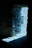 Leuchte in der Festungstür Stockbild