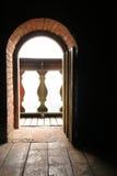 Leuchte durch Fenster Stockfoto