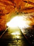 Leuchte am Ende des Tunnels Stockbild