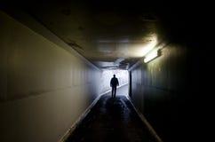 Leuchte am Ende des Tunnels Stockfoto