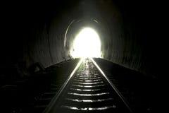 Leuchte am Ende des Tunnels stockbilder