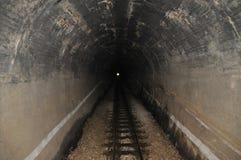 Leuchte im Ende des Tunnels Stockfoto