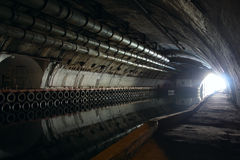 Leuchte im Ende des Tunnels Stockbilder