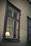 Leuchte im Fenster Stockbild