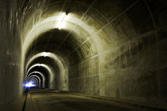 Leuchte am Tunnelende Lizenzfreies Stockbild