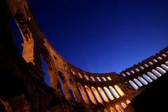 Leuchten durch die Bögen des Amphitheatre in P Stockbilder