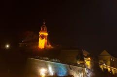 Leuchten einer Nachtstadt Stockbild
