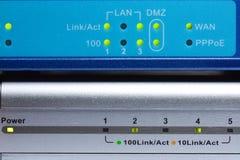 Leuchtende Schauzeichen der Netzausrüstung Stockfoto