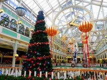 Leuchtendes Weihnachten in einem Mall Lizenzfreie Stockfotografie