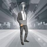 Leuchtenkopf-Mann mit Laptop Stockfoto
