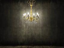 Leuchter im dunklen grungy konkreten Raum Stockbild