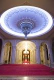 Leuchter im Luxuxpalast lizenzfreie stockbilder