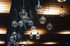Leuchter klassisch auf den Deckeninnenraumlichtern lizenzfreies stockfoto