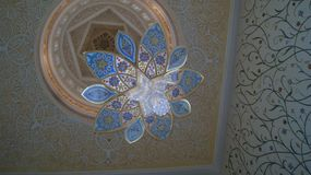 Leuchter in Sheikh Zayed Grand Mosque, Abu Dhabi, UAE Stockbilder