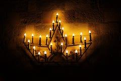Leuchter sternförmig zum Licht in der gotischen Art Stockfoto