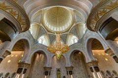 Leuchter und Decke von Sheikh Zayed Grand Mosque in Abu Dhabi Stockbild
