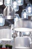 Leuchter von den Wannen, von den Glasgefäßen und von den stewpans Lizenzfreies Stockbild