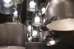 Leuchter von den Wannen, von den Glasgefäßen und von den stewpans Stockbilder