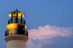 Leuchtfeuer in bewölktem Lizenzfreie Stockfotografie