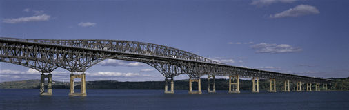 Leuchtfeuer-Brücke Lizenzfreie Stockbilder
