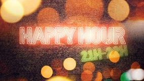 Leuchtreklame der glücklichen Stunde angebracht an der Backsteinmauer stock abbildung
