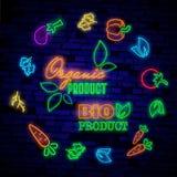 Leuchtreklamen Die Symbole des verschiedenen Obst und Gemüse auf einem dunklen Hintergrund Stockfotos