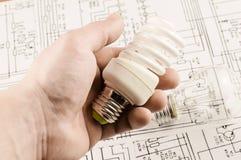 Leuchtstofflampe in der Hand Stockfotos