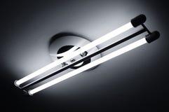 Leuchtstofflampen beleuchtet Stockfotografie