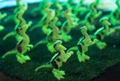 Leuchtstofft-rexspielzeug stockfotos