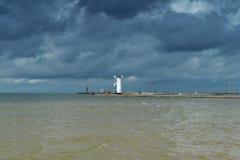 Leuchtturm auf baltischer Küste Stockbild